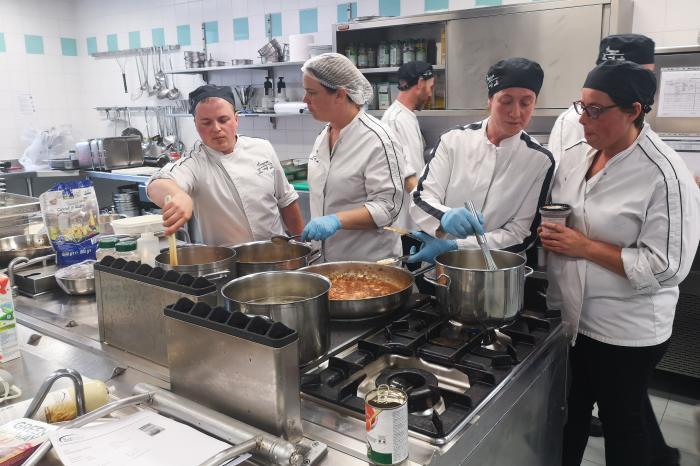 We organiseerden een vegetarische kookworkshop voor schoolkoks